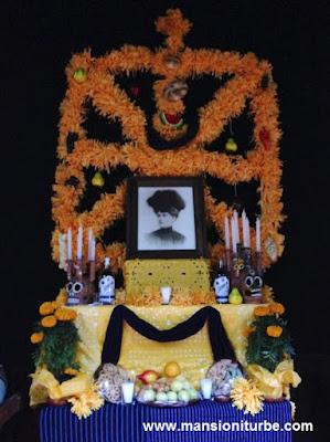 Altar de Muertos en honor de Francisca de Iturbe y Anciola en Pátzcuaro