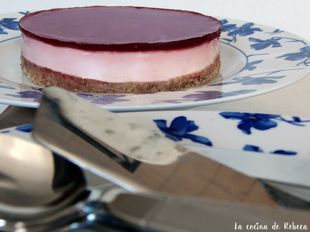 Tarta de queso (fría) con mermelada de fresas