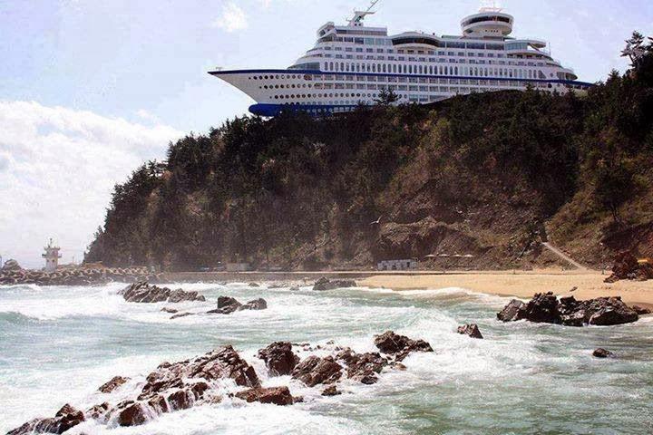 Artistic Land : Ship Shaped Hotel