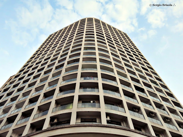 Perspectiva inferior da fachada do Edifício José Paulino Nogueira - Centro - São Paulo