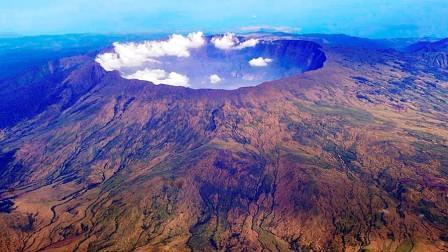 Gunung Api Tambora di Indonesia