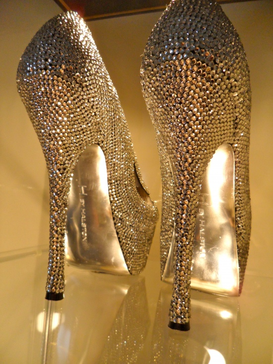 ... Songket Affairs : Creatives Tuesdays: DIY Rhinestones Encrusted Pumps