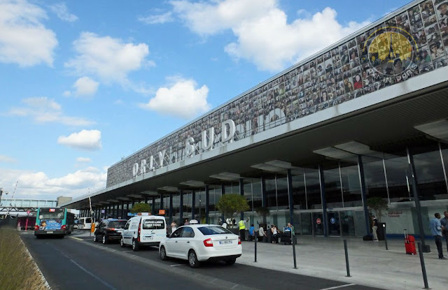 Things You Need to Know about the Additional Charges and Tips for a Taxi from Orly to Paris Center