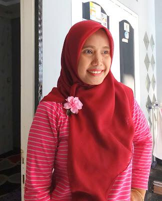 cara memakai hijab segi empat yang mudah dan sederhana