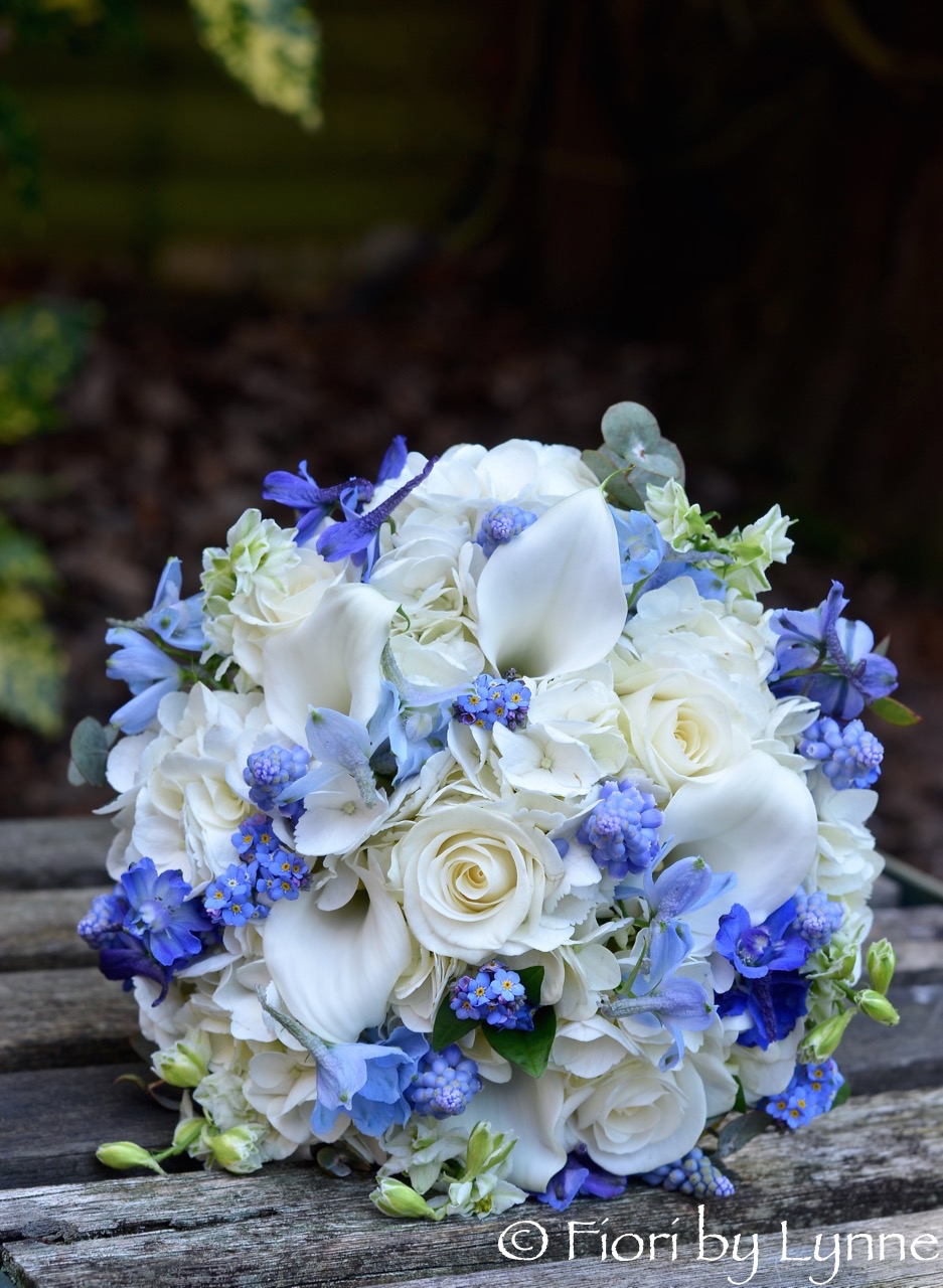 Wedding flowers blog madeleines pretty spring blue and white madeleines pretty spring blue and white wedding flowers the bell inn junglespirit Images