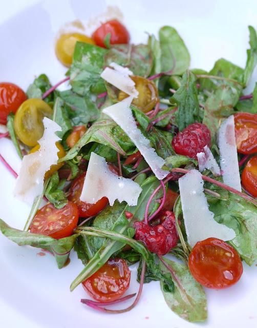 Sommersalat mit Früchten | Rezept | Salat | Beilage