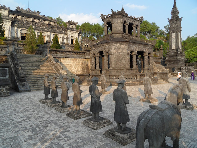 Visitar os TÚMULOS DE HUÉ | Poderia ser mais descansado? Podia, mas não era a mesma coisa! | VIETNAME