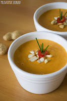 (Tajska zupa z masłem orzechowym