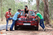 Bombai mitai Movie Stills-thumbnail-1
