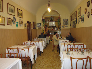 dining room inside Trattoria dell'Omo in Rome