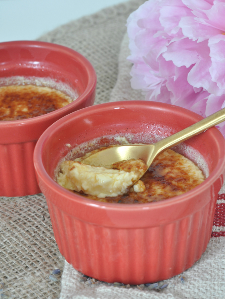Looking for a dessert for those warm summer nights? Try this lemony Crème brûlée!