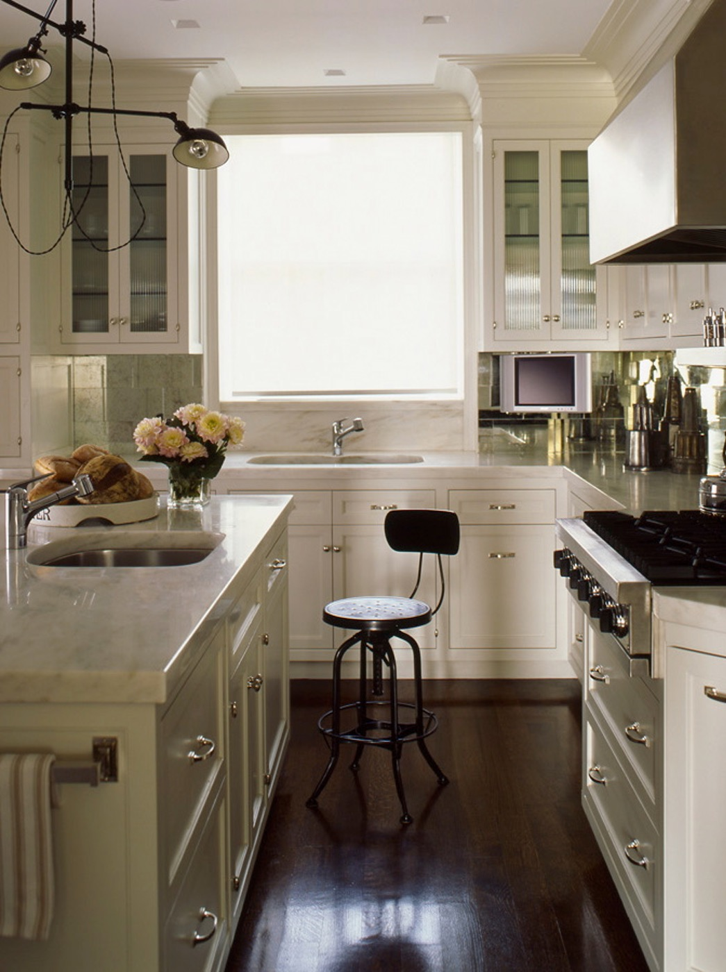 Wonderful Small Kitchen w/ Two Sinks | Content in a Cottage