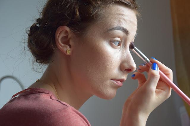 wystarczy dokończyć makijaż