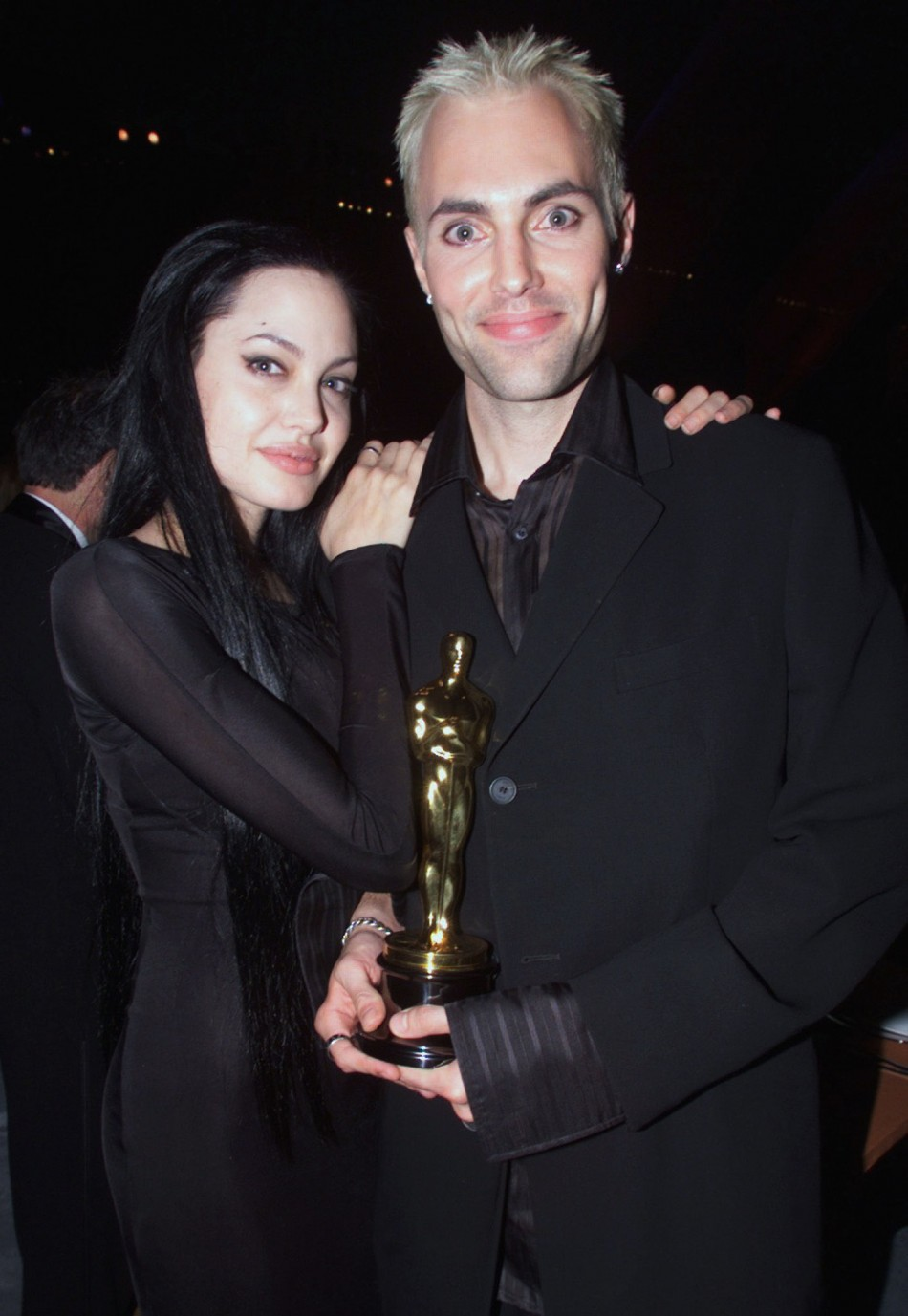 Celebrity Scandals: Angelina Jolie Kissing Her Brother анджелина джоли википедия
