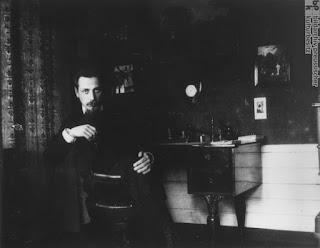 Fotografía de Rilke en un silla