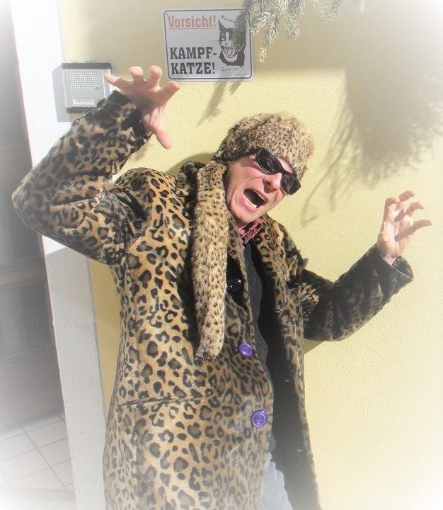 Ein Leoparden - Mantel ebenfalls für meinen Mann..... a wild-cat ...