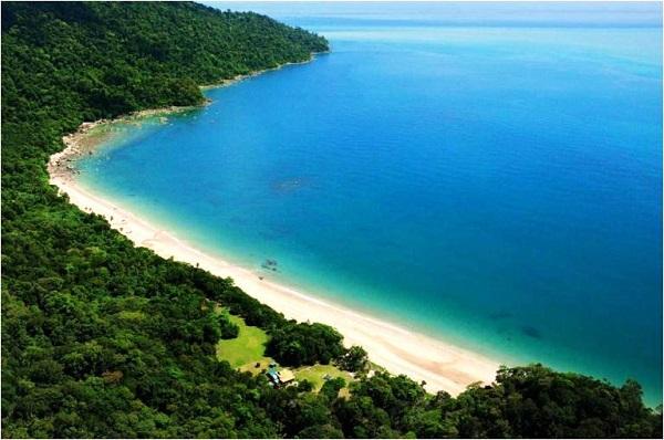 Pantai tanjung datuk temajuk perbatasan indonesia