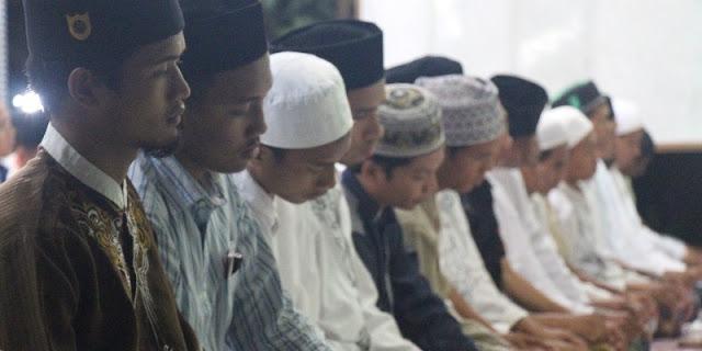 3 Alasan Kenapa Lelaki Harus Shalat Shubuh di Masjid