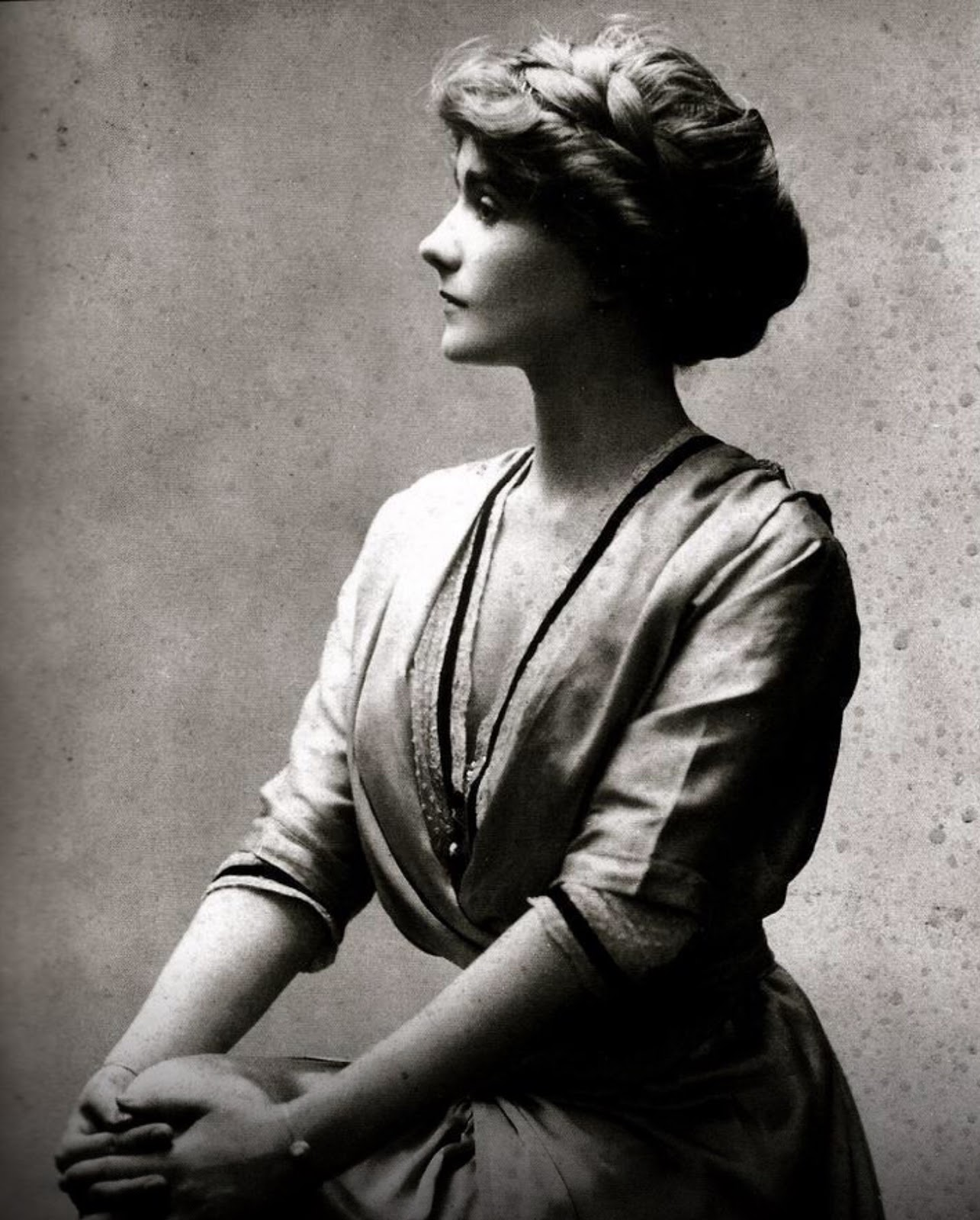 portrait of a young gabrielle coco chanel in 1910 vintage everyday. Black Bedroom Furniture Sets. Home Design Ideas