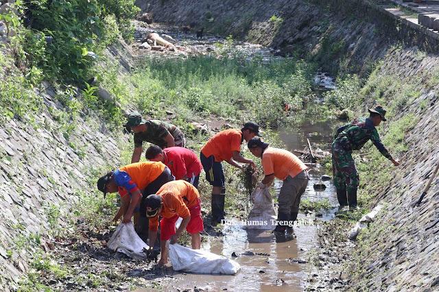 Bersih-bersih Buk Tumpang, Gugah Kesadaran Masyarakat Jaga Kebersihan Lingkungan
