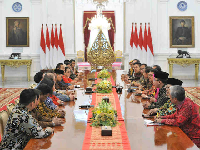 Jokowi Receives MSMEs Associations at Merdeka Palace