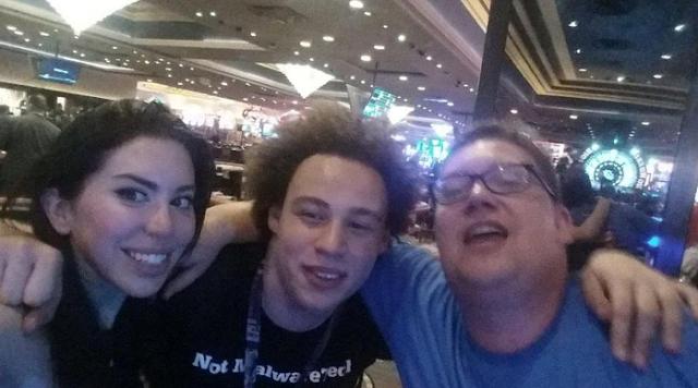 Marcus (tengah) Pemuda Penakluk Ransomware WannaCry, Mengaku Tak Begitu Suka Sekolah..