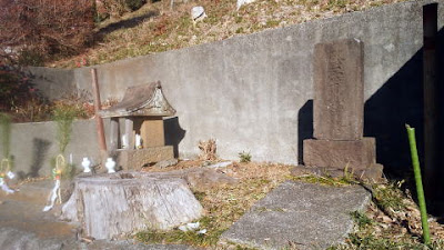 町田市相原の八雲神社途中の祠