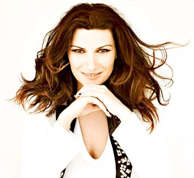 Foto de Laura Pausini con cabello suelto