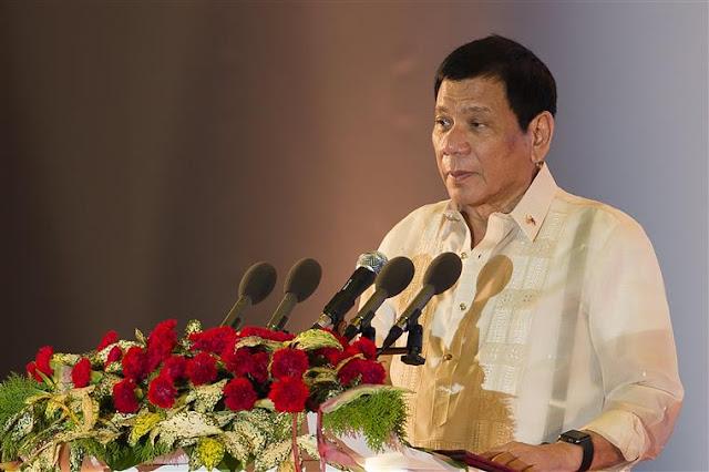 """Os Estados Unidos poderiam tentar derrubar o governo da presidente das Filipinas, Rodrigo Duterte usando a Agência Central de Inteligência (CIA), após o anúncio da """"separação"""" dos Estados Unidos, de acordo com Ron Paul, ex-congressista dos EUA e candidato presidencial"""