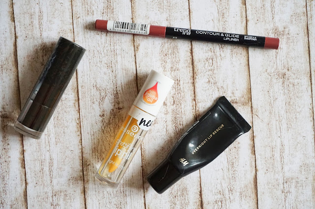 trend it up - Contour & Glide Lipliner in 210  Catrice - Viennart Shimmer Lip Colour in C01 Nude Nouveau  essence - prettifying lip oil in 01 I care for you, honey  H&M - Overnight Lip Rescue