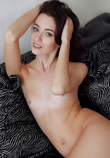 Cute Teen Girl Nude Small Tits