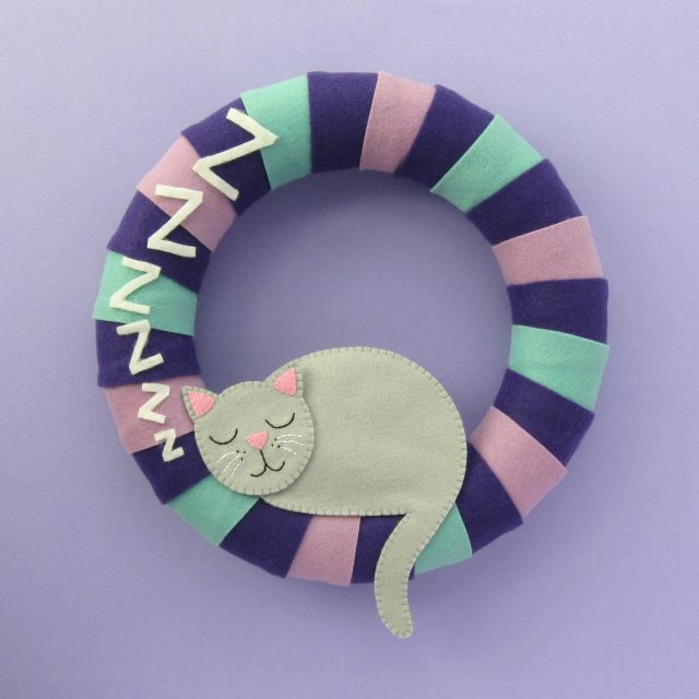 Cosy Cat Felt Wreath