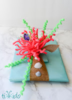 http://tikkido.com/blog/Finding-Dory-Gift-Wrapping-Tutorial