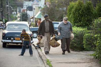 Fences Movie Denzel Washington and Stephen Henderson Image 2 (13)