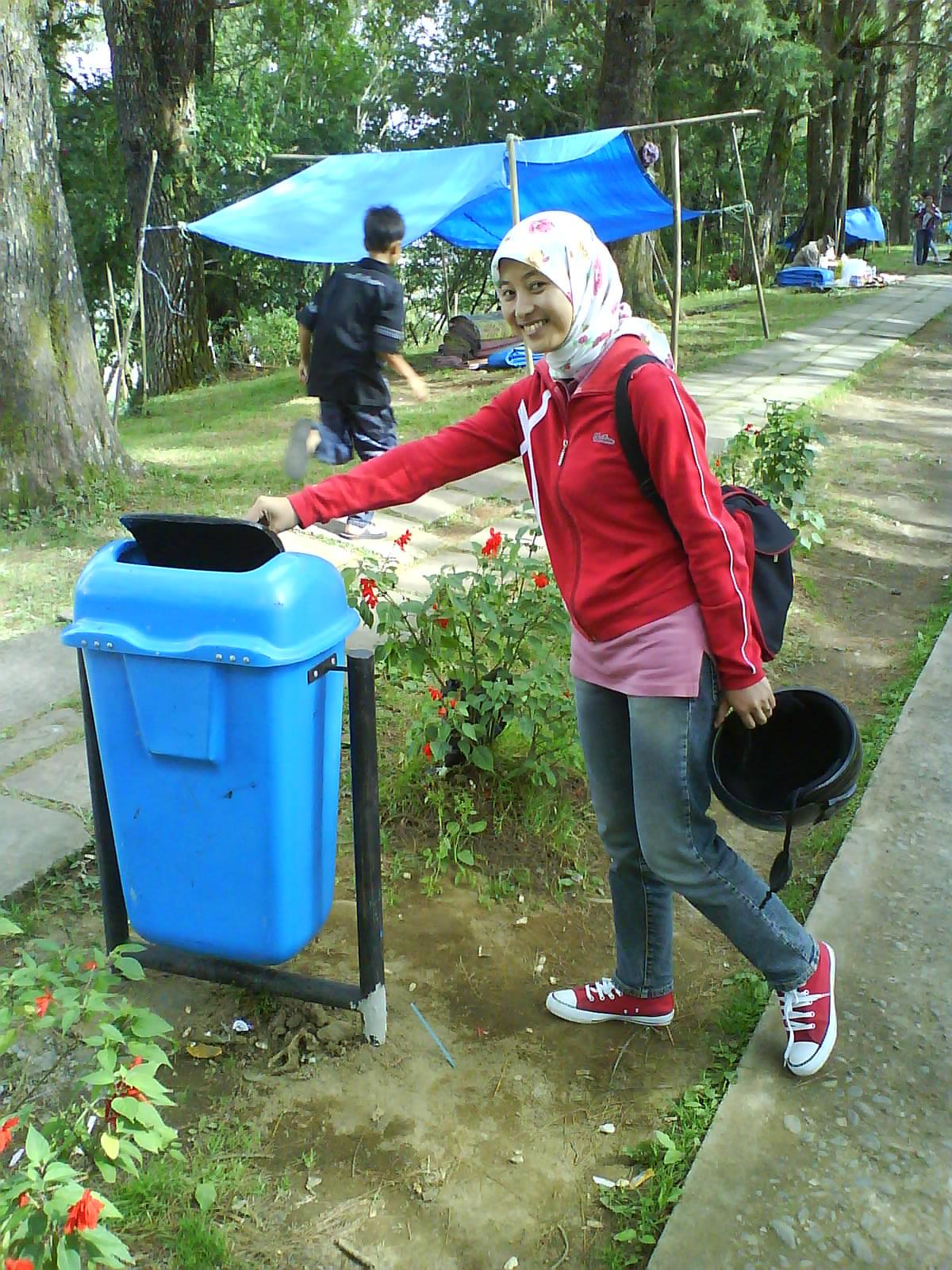 Langkah Kecil Chici: Susahnya Buang Sampah Pada Tempatnya