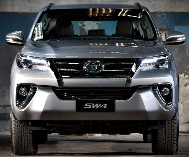 Toyota Fortuner SW4 2017 frente gris