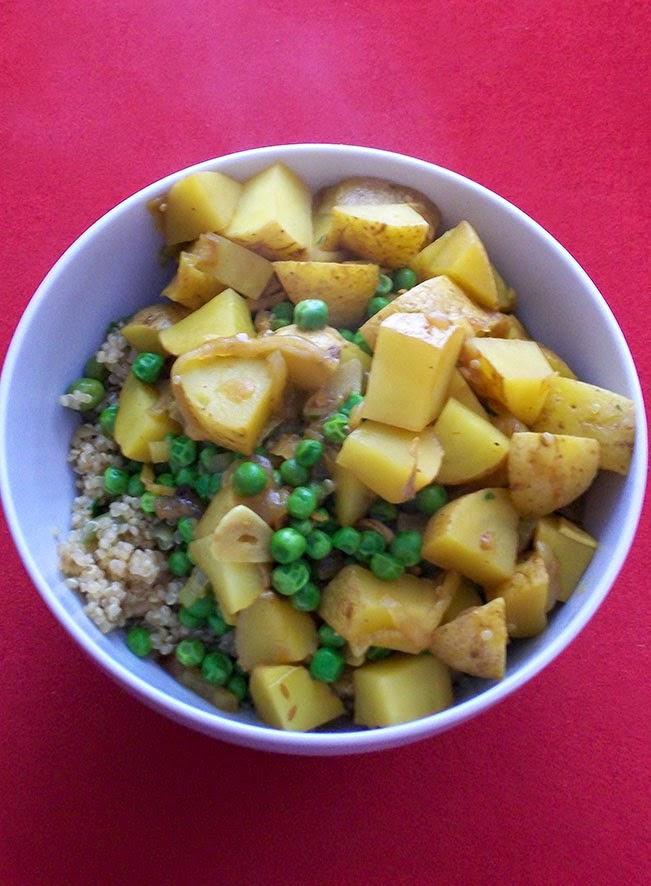 veganes kartoffel-curry mit gemüse-cashew-quinoa - hauptspeise