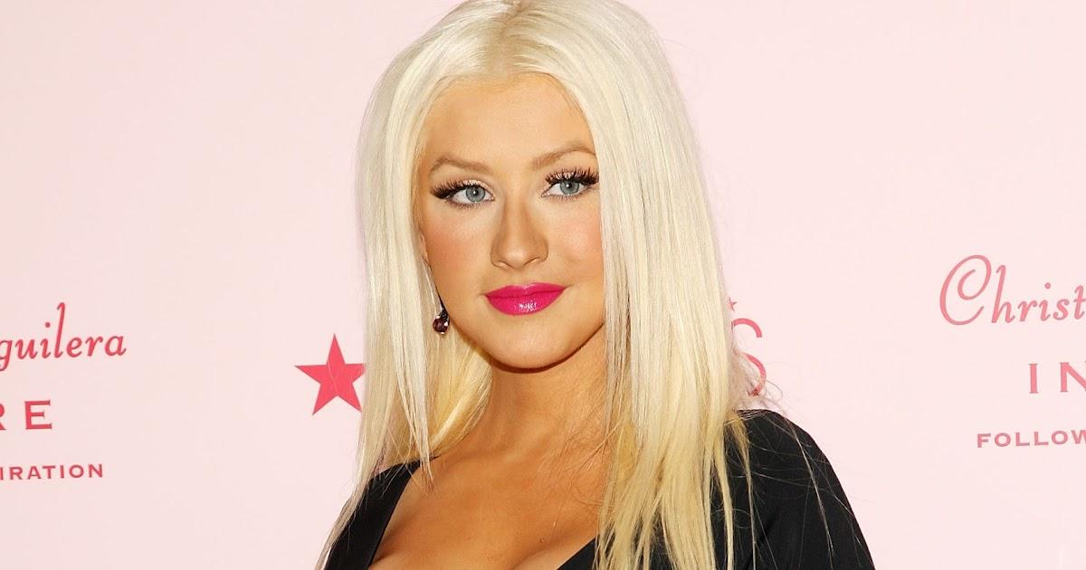 Celebrity Bra Size: Christina Aguilera - 90E (34D)