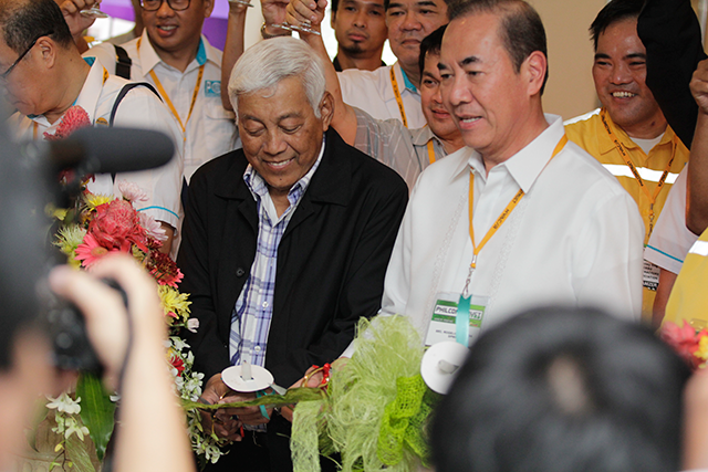 Rogelio Singson Ribbon-Cutting at Philconstruct Visayas 2014