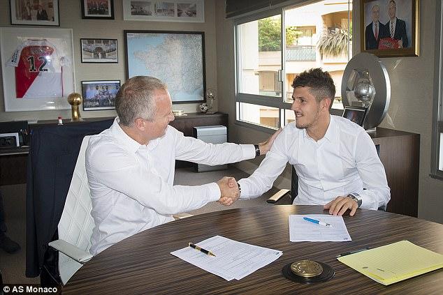 Monaco CHÍNH THỨC mua người thay Mbappe