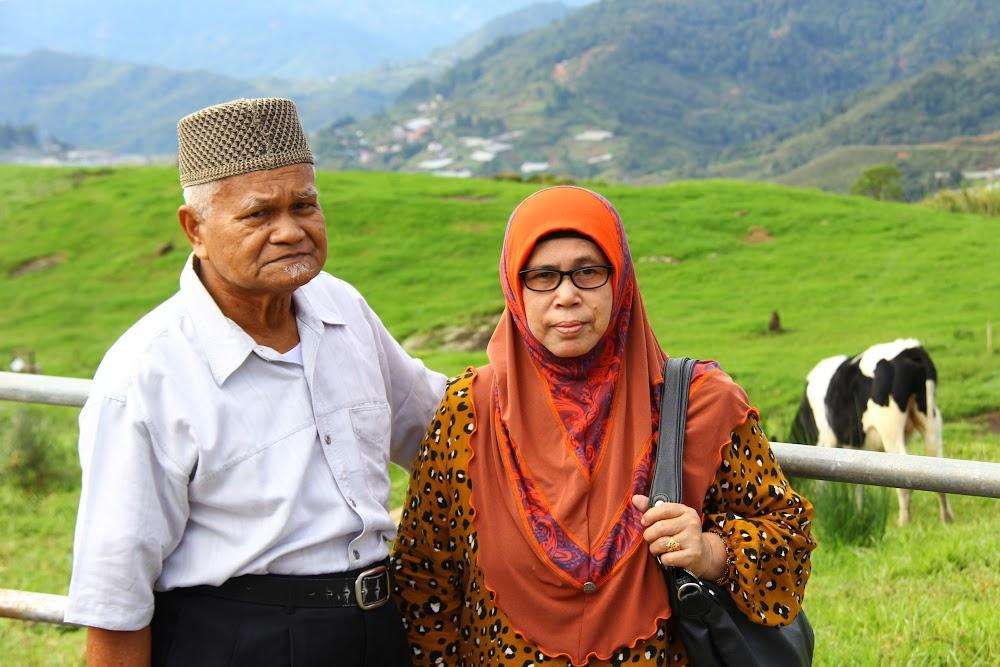 Abah dan Mak di Desa Dairy Farm