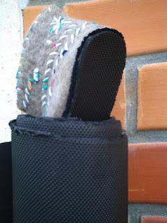 Rolo de borracha preta usada como sola e pantufa feltrada