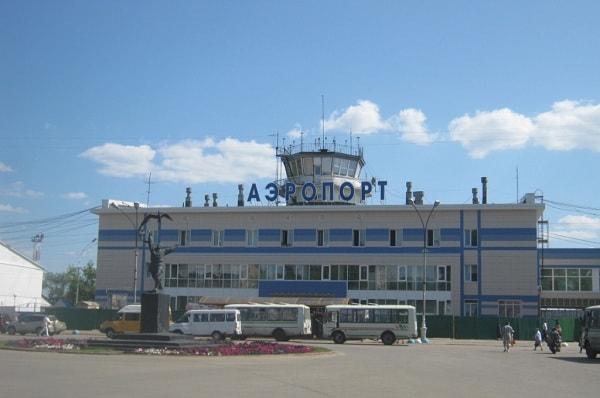В Сыктывкаре не мог приземлиться пассажирский самолет. Видео