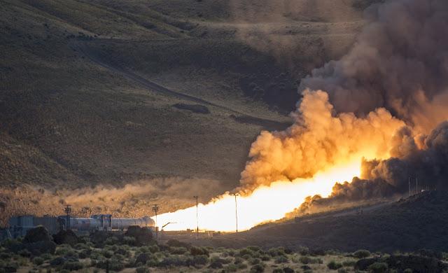 Thử nghiệm tên lửa đẩy mạnh mẽ nhất của NASA. Credit : NASA/Bill Ingalls.
