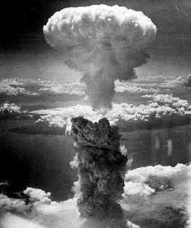 seorang fisiteman berjulukan Albert Einstein melayangkan sepucuk surat terhadap Presiden AS Sejarah Bom Atom Hiroshima Nagasaki