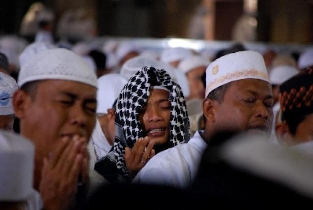 Peringati Hari Buruh, Ribuan Pekerja di Sukabumi Pilih Berdzikir