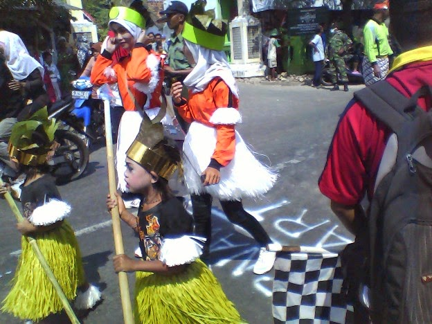 MI Bahrul Ulum Binangun dalam karnaval 2014