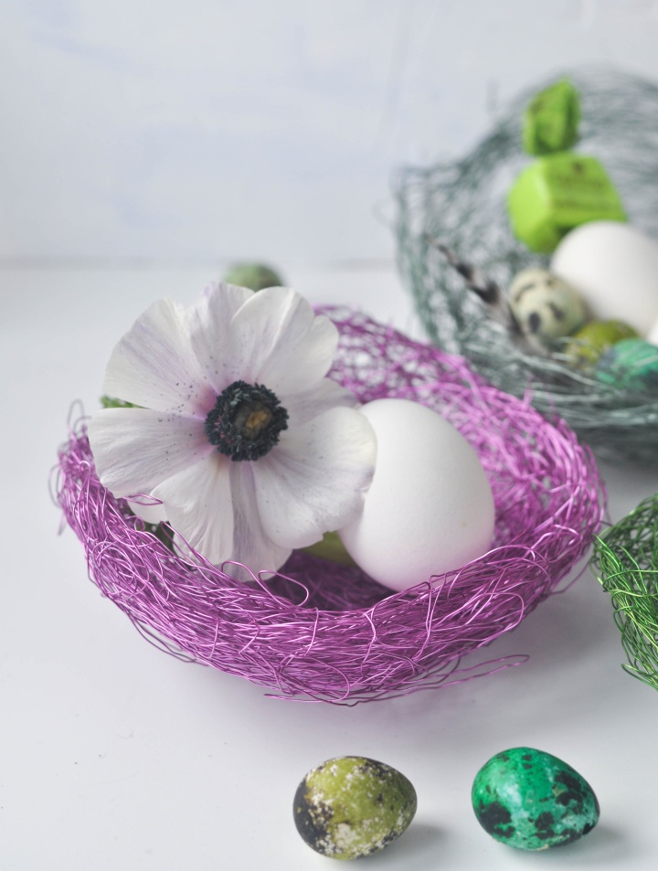 colorful DIY wire baskets, perfect for your Easter eggs