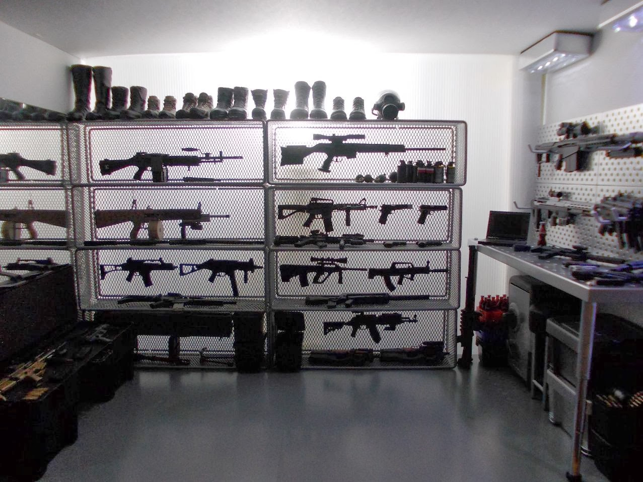 onesixthscalepictures Original Kitbash 16 WEAPONS ROOM