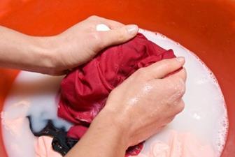 Hindari Mengucek Batik Terlalu Keras